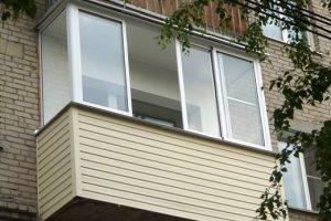 otdelka-balkonov-sajdingom